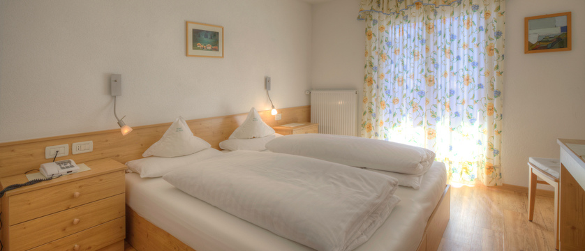 hotel-la-stua-bedroom-2.jpg